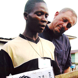 An illiterate Liberian survivor of the civil war in 2004 converts a tin can, a stick of wood and a length of fishing line into a banjo to compose and sing unforgettable tunes on the streets of Monrovia